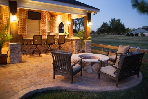 How to Decorate Your Outdoor Living Space without Breaking the Bank