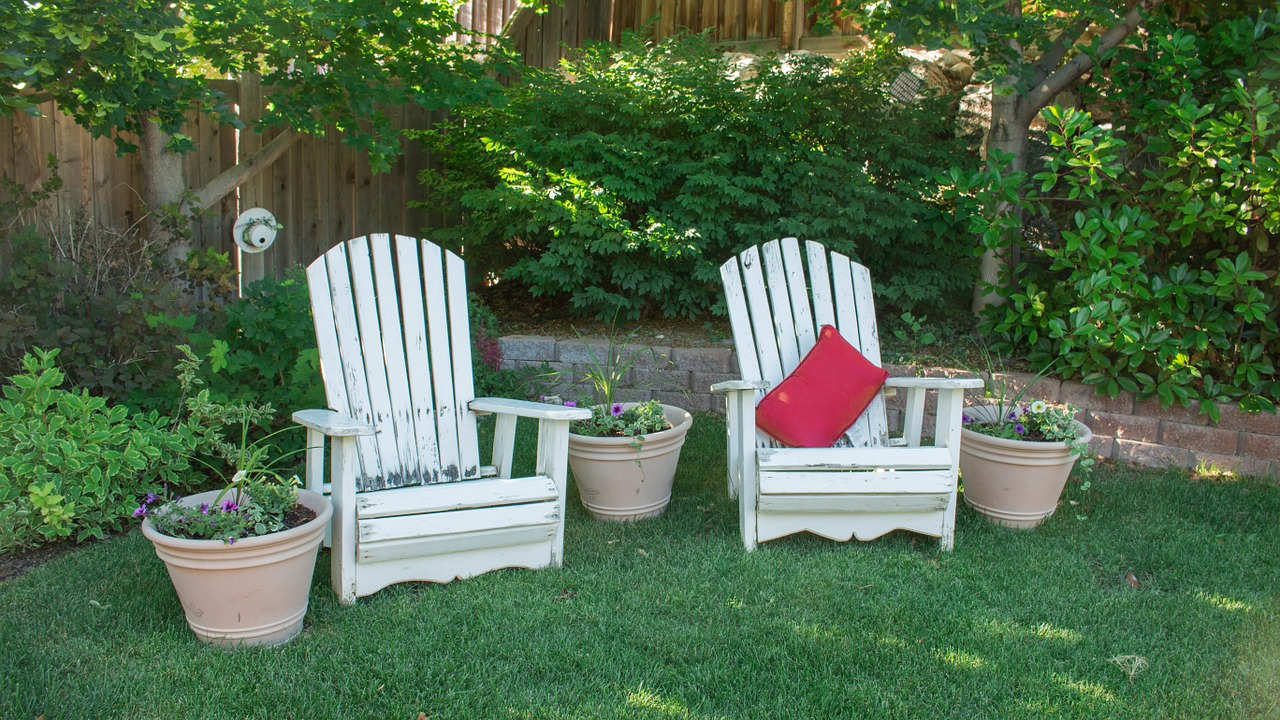 6 Tips on How to Organize a Relaxing Outdoor Space from North Carolina Lifestyle Blogger Champagne Style Bare Budget