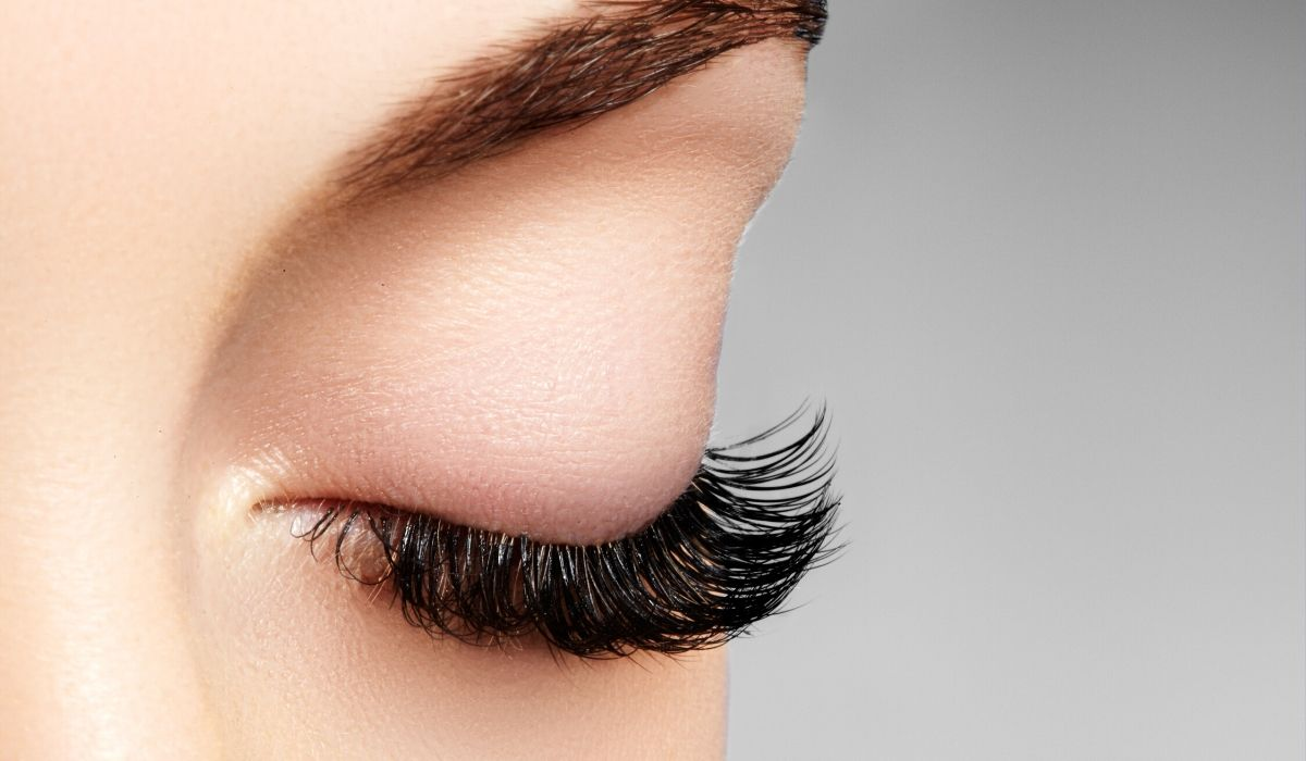 The Different Types of Eyelash Extensions from North Carolina Lifestyle Blogger Champagne Style Bare Budget