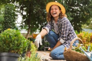 A Guide to the Easiest Plants for First-Time Gardeners from North Carolina Lifestyle Blogger Champagne Style Bare Budget