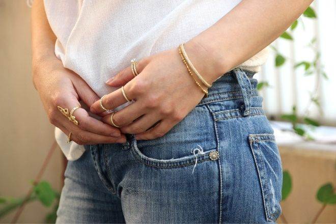 How To Style Silver Versus Gold Jewelry